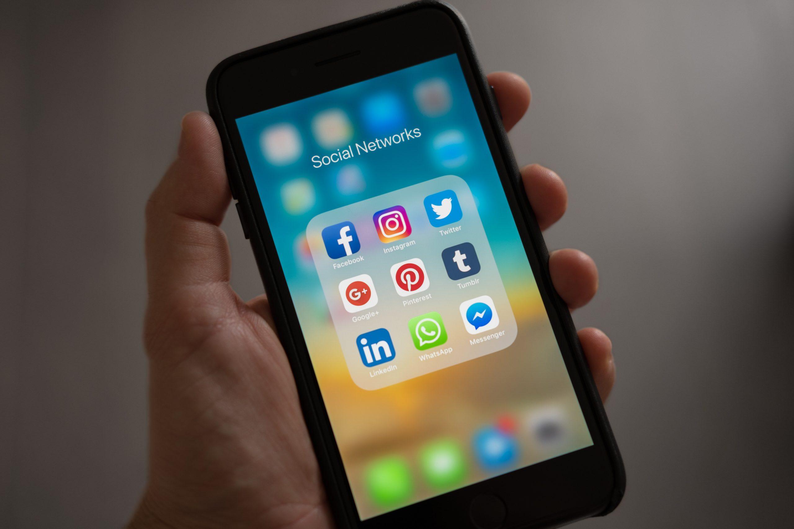 Redes sociais e jovens