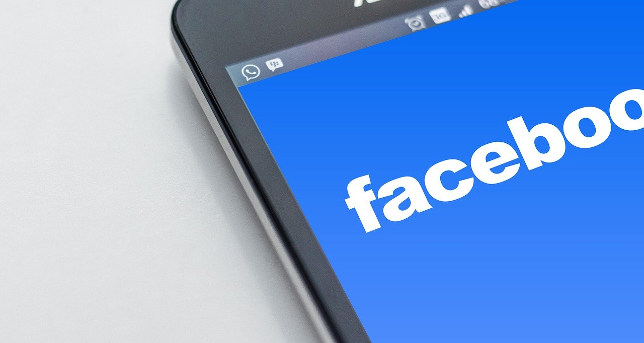 What likers like: estudo sobre o Facebook