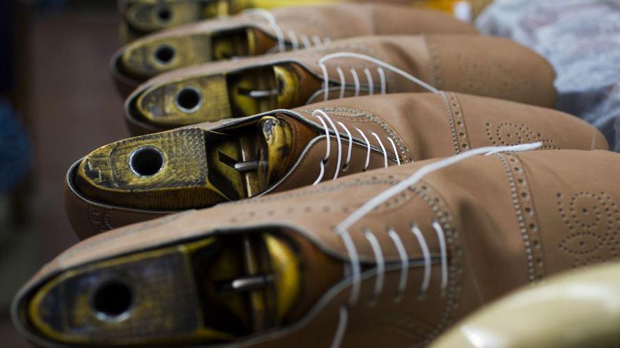 Calçado customizado Officina Caroletta