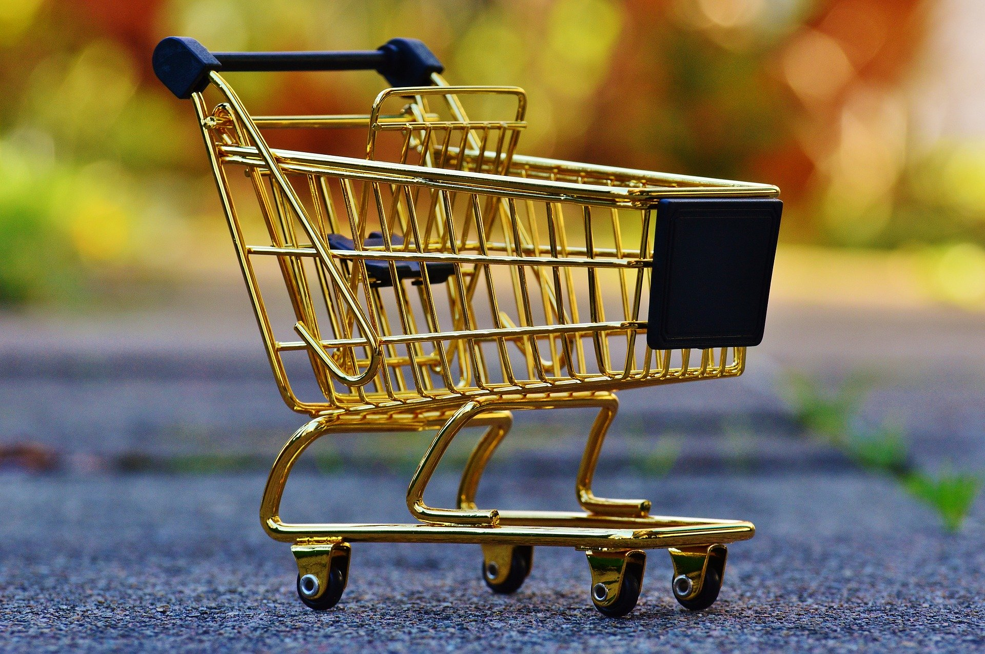 Metade dos portugueses faz compras não programadas