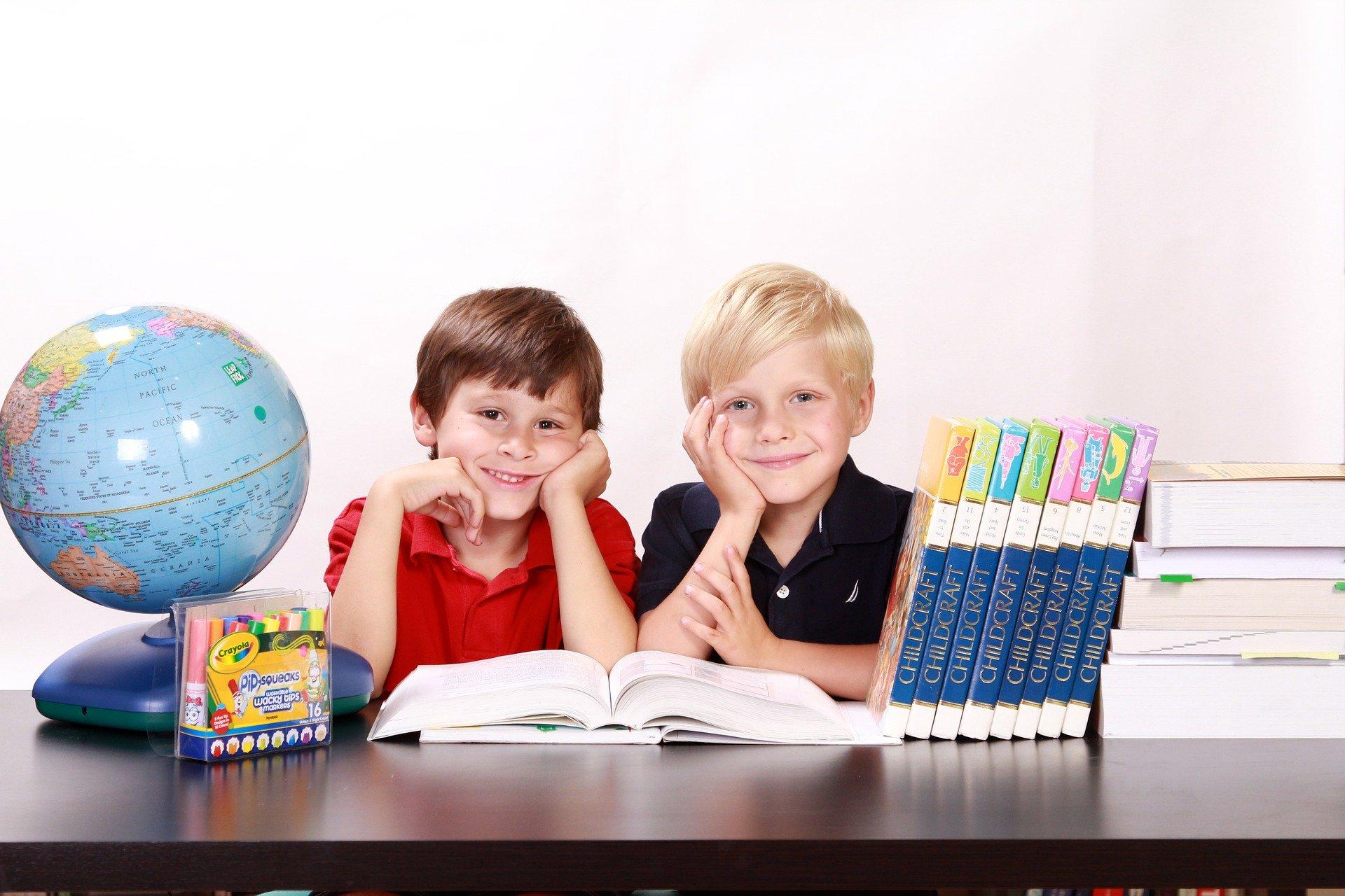 Especialistas querem escola a educar crianças para consumo e publicidade