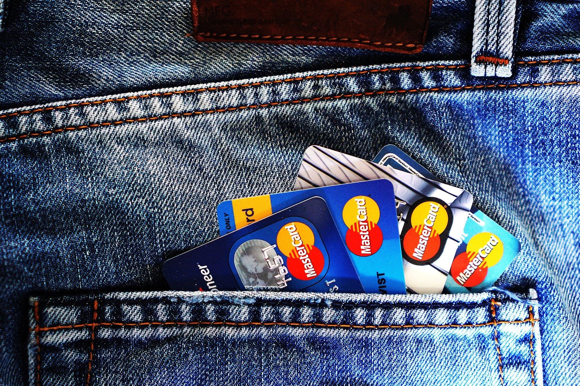 Quatro compras com cartão bastam para descobrir identidade, diz estudo
